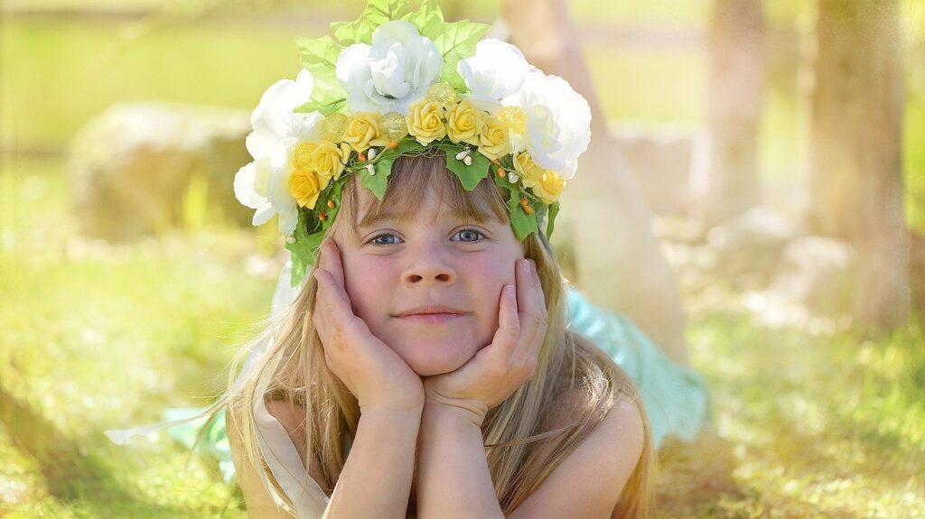 Blumenkind beim Ausruhen.