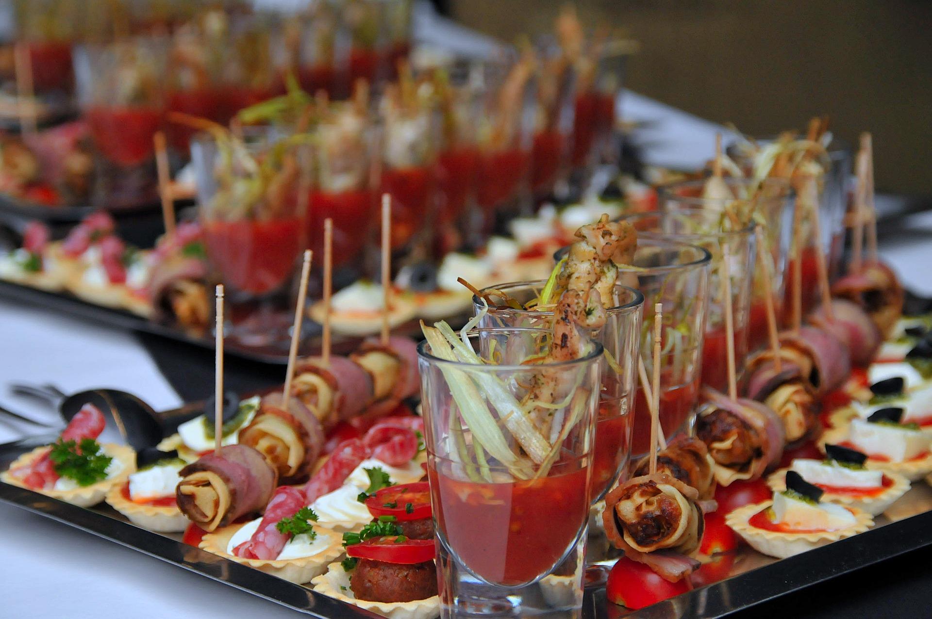 Hochzeitsbuffet mit kulinarischen Leckerbissen.