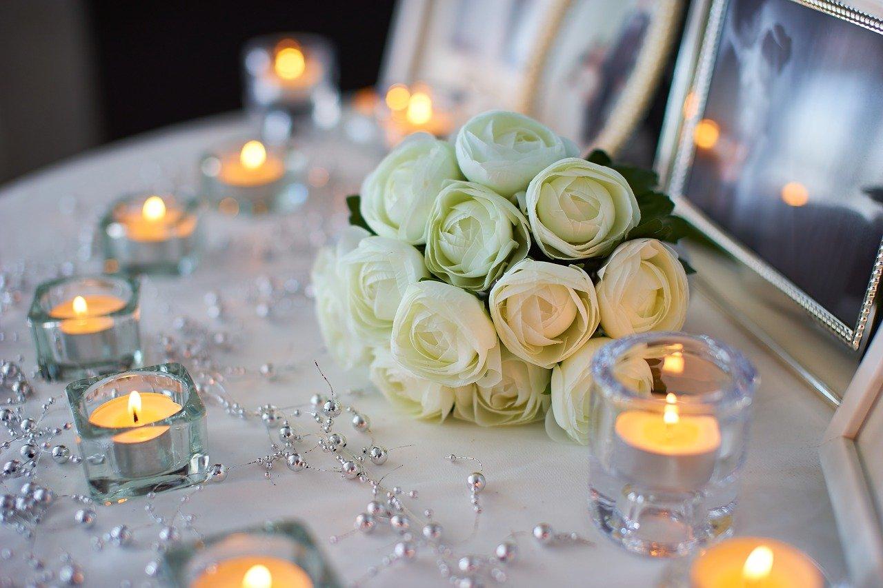 Hochzeitsdeko für die Hochzeitstafel